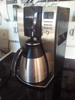 Mr Coffee coffee pot. Works great. Deep cleaned! Has delay and clean option. More pics in comments.