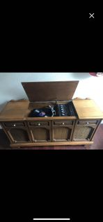Working vintage record player!!! POMS