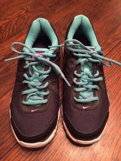 NIKE Tennis Shoes - Only Worn Once - Size 7 1/2 womens