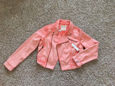 NWT jean jacket from Pacsun. LARGE.