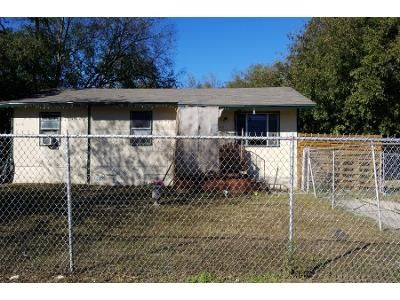 4 Bed 1.0 Bath Preforeclosure Property in San Antonio, TX 78228 - Pettus