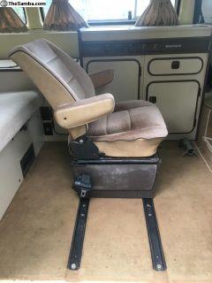 Captain's chair w/ rails