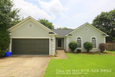 3 bedroom, 2.5 bath updated home in Lithonia