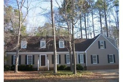 Lovely Colonial Home end of cul-da-sac in Kingsmill. Washer/Dryer Hookups!