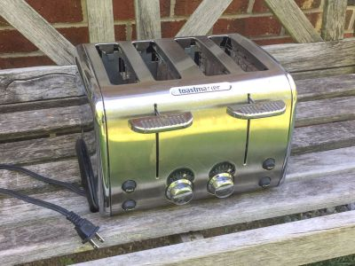 4 Slot Toaster, works great **READ PICK-UP DETAILS BELOW