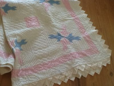 Hand quilted Twin bed quilt