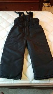 New without tags size 4T blacl snow pants
