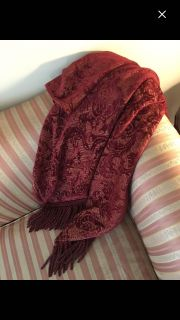 Beautiful Damask Fringed Throw