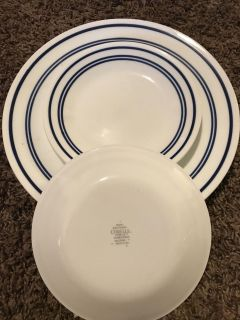 Set of 4 corelle plates and 4 saucers