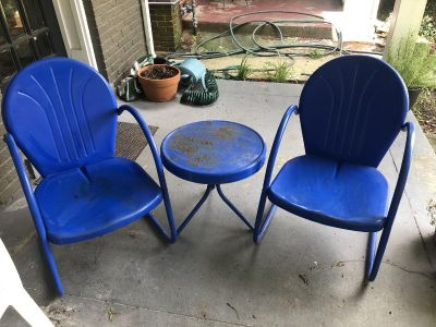 Enameled chairs and table
