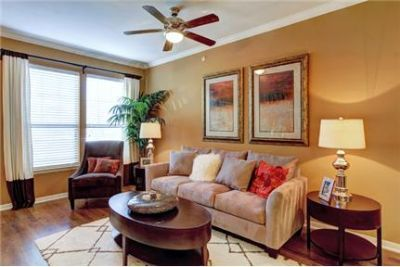 2 bedrooms Apartment - When the sweltering Texas sun is beating down.