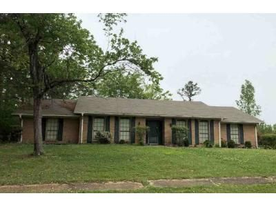 3 Bed 3 Bath Foreclosure Property in Tupelo, MS 38801 - Mockingbird Ln