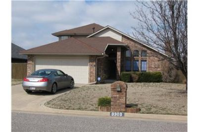 Great Location Large Brick Home 3/2/2 - Moore Scho
