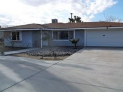 -WARNING! Master Bedroom with Private Bath - Very Clean- Yucca Valley Art Studio Home