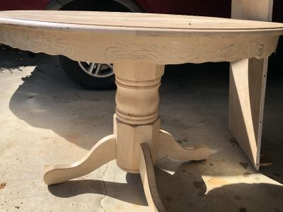 Beautiful Oak Table with leaf to make it oval. Cream colored but needs to be refinished on top
