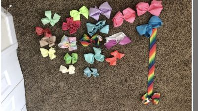 10 Jojo bows Plus jojo bow hanger and 9 regular bows