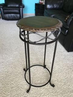 Accent table, wood & metal-excellent condition!