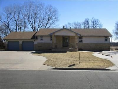2 Bed 2 Bath Foreclosure Property in Winfield, KS 67156 - Johnmark Dr