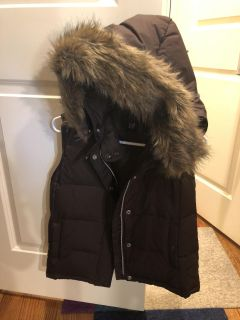 Gap vest with hood and faux fur