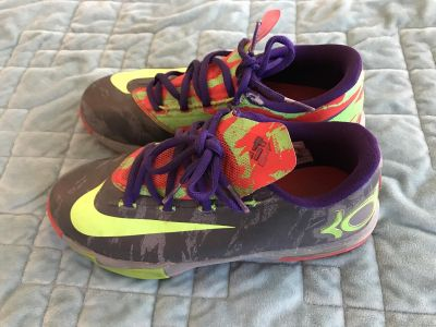 Youth KD Nike s size 4