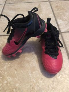 Nike girls size 10 soccer shoes
