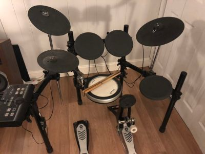 Yamaha DTX500 electric drums