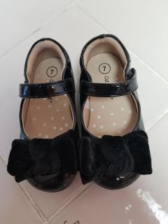 Size 7 Cat and Jack dress shoes