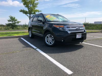 2015 Ford Explorer XLT (Tuxedo Black Metallic)