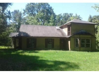 4 Bed 3 Bath Foreclosure Property in Conroe, TX 77302 - Deep Woods Trl