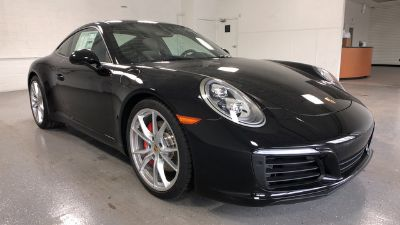 2018 Porsche 911 Carrera S (Jet Black Metallic)