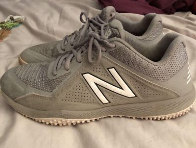 Men s New Balance Turf Shoes Size 10