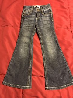 Like new, size 4 Lei, flare jeans
