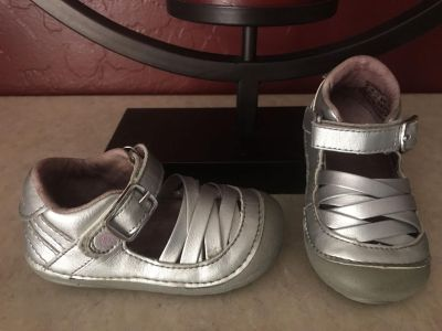 Stride Rite Silver Toddler Girls Shoes Fit like a 4/5 Size 5 Great Condition $4.00
