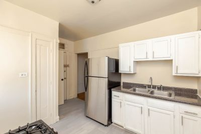 80th & Dobson Updated 2nd Floor 2 Bed, Heat Included, No Sec Deposit!