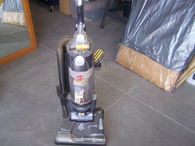 Hoover Wind Tunnel Bagless Vaccuum
