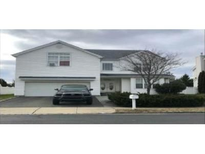 4 Bed 2.5 Bath Foreclosure Property in Melville, NY 11747 - Auden Ave