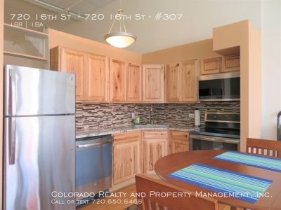 Spacious 1 Bed, 1 Bath Condo in the heart of Downtown!