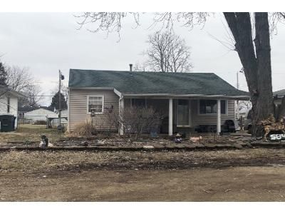 2 Bed 1 Bath Preforeclosure Property in Columbus, OH 43207 - Basswood Rd