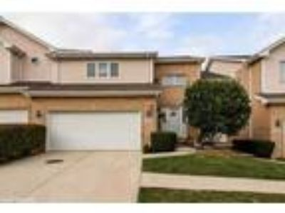 Beautiful town home in Orland Park!**
