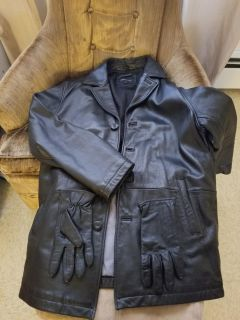 Woman's LG leather coat w/gloves