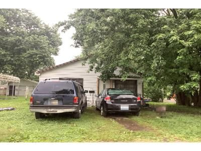2 Bed 1 Bath Preforeclosure Property in Evansville, IN 47711 - N Main St