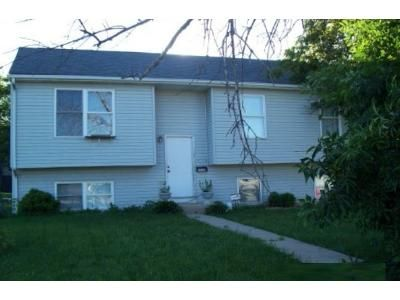 5 Bed 2 Bath Foreclosure Property in Zion, IL 60099 - Hebron Ave