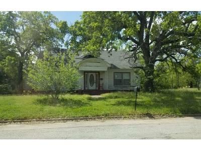 4 Bed 2 Bath Foreclosure Property in Eastland, TX 76448 - W Commerce St