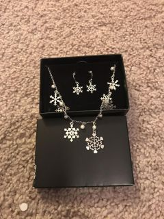 Snowflake earring and necklace set