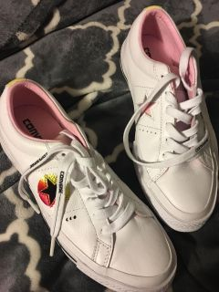 Women s converse sneakers brand new size 7