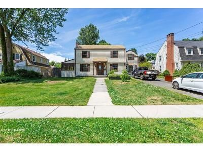 3 Bed 2.5 Bath Foreclosure Property in West Hartford, CT 06119 - Arnoldale Rd