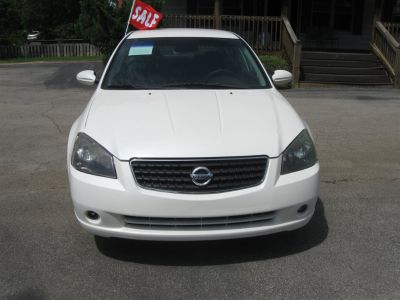 2005 Nissan Altima 2.5 (White)