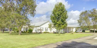 Beautiful Loxley Countryside Home with Mother-in-Law Suite!