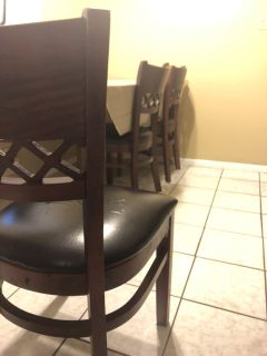 6 kitchen chairs for $25 - free pick up locally