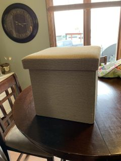 Collapsible storage ottoman in great condition